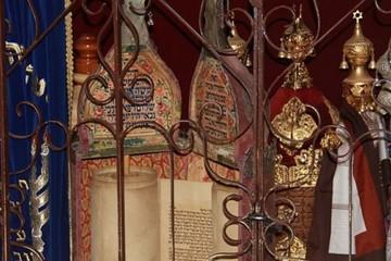 President home torah scrolls in avraham avinu synagogue hebron 635x357