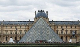Featured louvre
