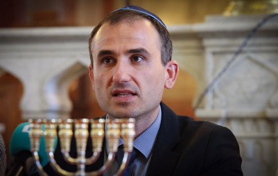 Shalom President Alek Oscar