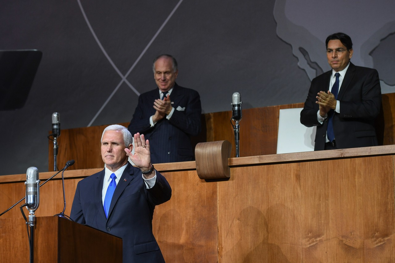 US Vice President Mike Pence greets the audience, together with WJC President Ronald S. Lauder and Israeli Ambassador to UN Danny Danon. (c) Shahar Azran