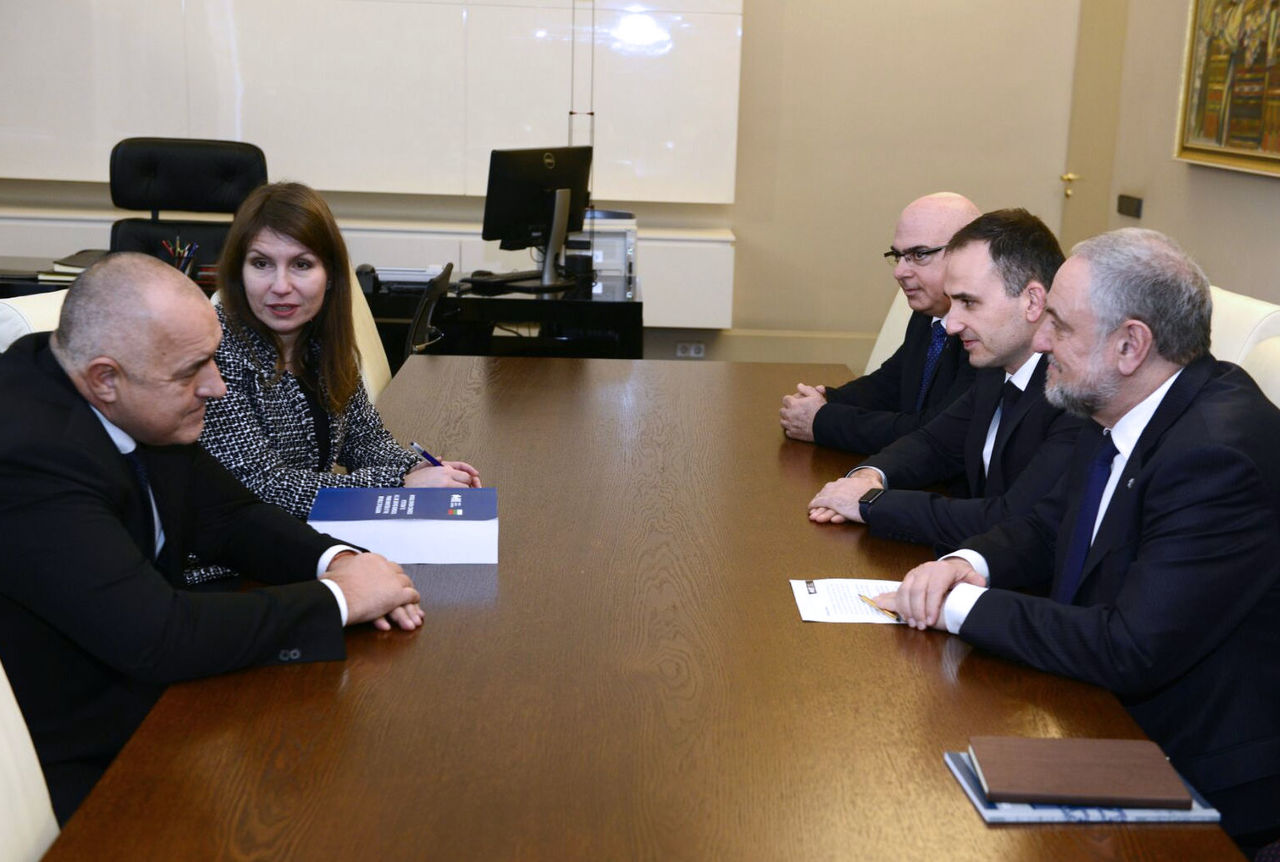Bulgarian Prime Minister Boyko Borisov (l) with WJC CEO Robert Singer (r)