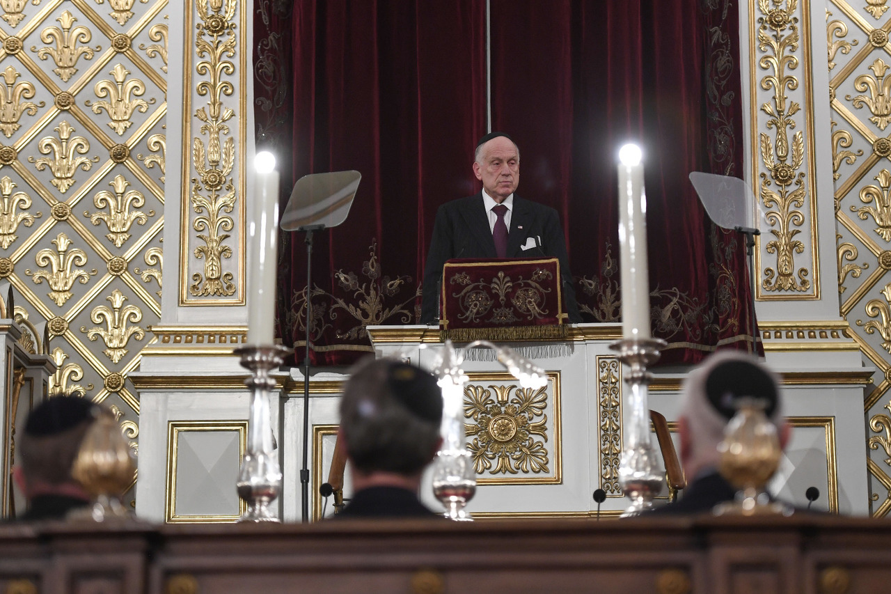 WJC President Ronald S. Lauder addressing the official commemoration ceremony at the Great Synagogue in Copenhagen, 11 October 2018. (c) Shahar Azran / World Jewish Congress