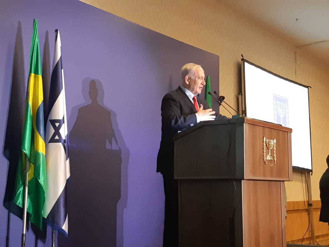 Israeli PM Netanyahu speaking to Brazil's Jewish leaders. (Courtesy / Conib)